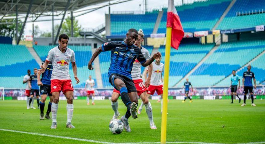 Giocatori di Lipsia e Paderborn durante la sfida