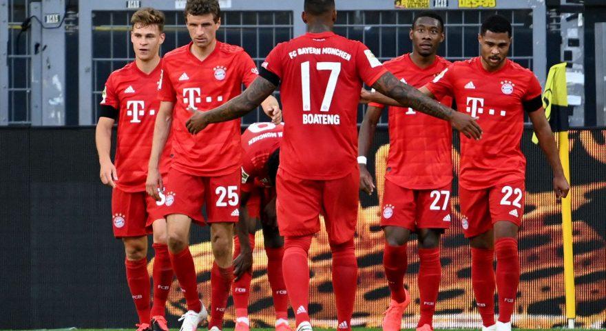 I giocatori del Bayern esultano dopo il goal di Kimmich