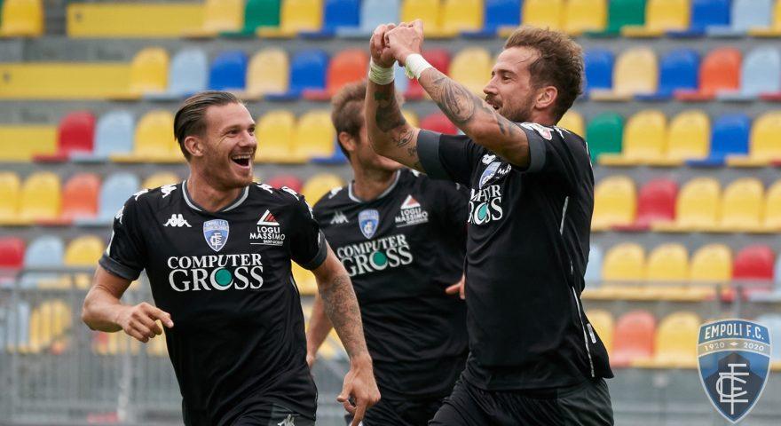 La Mantia festeggia dopo il goal