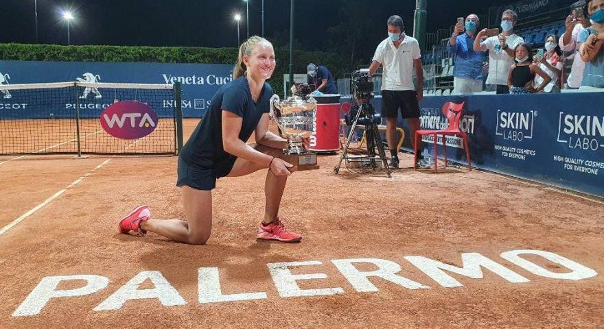 Fiona-Ferro-con-il-trofeo-del-Ladies-Open-2020-