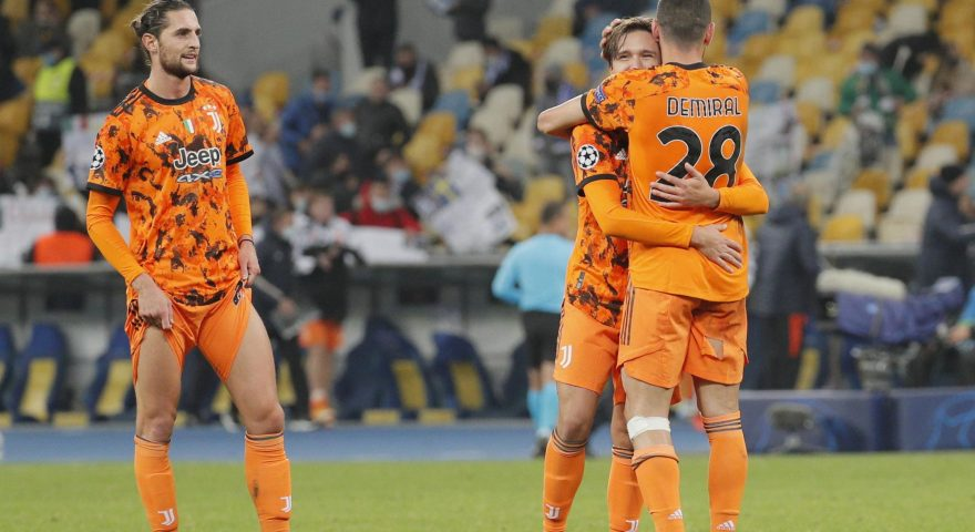 epa08760043 Federico Chiesa (C) and Merih Demiral (R) of Juventus celebrate their victory after the UEFA Champions League group stage soccer match between Dynamo Kyiv and Juventus in Kiev, Ukraine, 20 October 2020.  EPA/SERGEY DOLZHENKO