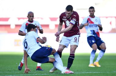 TURIN, ITALY - NOVEMBER 08:  Andrea Belotti (R) of Torino FC is tackled by Lisandro Magallan of FC Crotone during the Serie A match between Torino FC and FC Crotone at Stadio Olimpico di Torino on November 8, 2020 in Turin, Italy.  (Photo by Valerio Pennicino/Getty Images)
